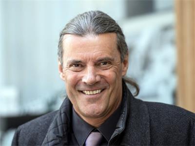 '图3:作家,前瑞士联邦国会议员,前瓦莱州州议员奥斯卡﹒弗雷辛格(OskarFreysinger)'