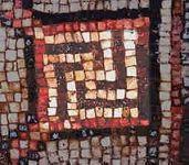 '以色列古老禮拜堂的嵌瓷中也有卍字圖形。'