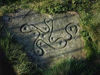 '英格蘭約克郡發現的刻有「卍」的巨石,距今4000年左右。'