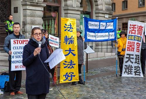 '圖6:TheEdelstamFoundation人權基金會主席卡羅琳﹒埃德爾斯坦(CarolineEdelstam)女士在集會上發言。'